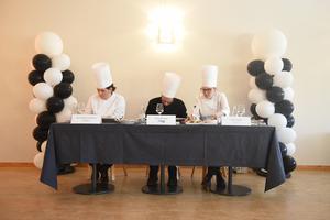 Juryn smakade och diskuterade innan de kom fram till en vinnare.