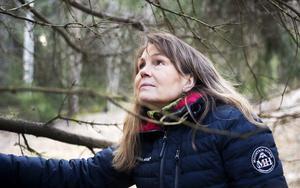 Maya Olsson går i sin pappas fotspår och har tagit över barndomshemmets skogsmark tillsammans med sin bror.