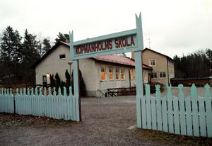 En nedläggning av Köpmanholms förskola kommer att göra att en del föräldrar flyttar sina skolbarn till Frötuna eller Länna. Det hotar på sikt hela Köpmanholms skolas existens, skriver Philip Ronne. Foto: Anders Sjöberg.