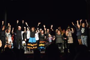 Slutnumret med hela ensemblen som sjöng och tecknade texten till låten.