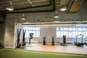 Stora fönster mot Faluån och Holmtorget. Gymmet kommer ha öppet dygnet runt.