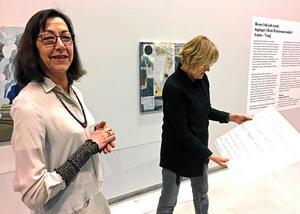 Kristina Mezei och Konstmuseets intendenten Eva Borgegård inför utställningen 2017.