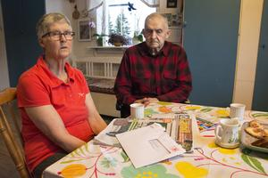 Anette och Alf Brodin är mycket upprörda över att Postnord tänker sluta köra ut posten till Södersel.