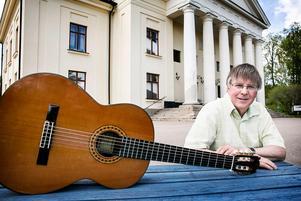 Roger Broberg berättar i ansökan att han sammanställt ett musikhäfte med 38 låtar från Grangärde-Säfsnäs.