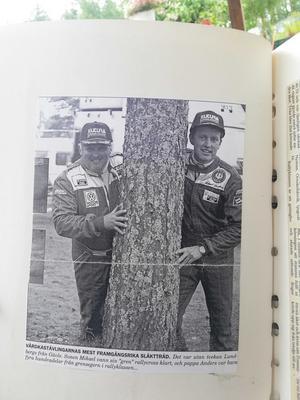 Ett tidningsurklipp från en tävling då såväl Micke och pappa Anders tog guld. Foto: Hugo Höglund.