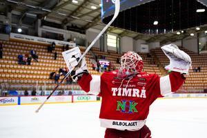 Victor Brattström dansade för hemmapubliken efter segern. Foto: Pär Olert (Bildbyrån).