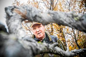 Tommy Hegestrand i den skog som mot hans vilja blev inlöst och gjord till naturreservat. Nu är frågan vad han ska få som kompensation.
