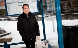 Trevlig överraskning, tycker Gun-Britt Olsson, när hon får höra att hon kan åka gratis buss efter årsskiftet.