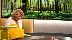 Det blev Mia Alm som fick skrapa lott i sändningen.  Foto: TV4/Svenska Spel