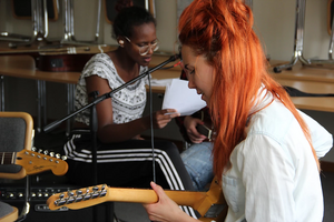 Tillsammans med andra deltagare skapar ni olika musikband. Foto: Sofie Grabo