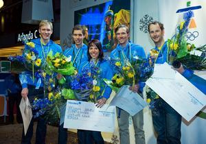 Ett gäng svenska OS-medaljörer från Vancouver har landat på Arlanda 2010. Daniel Rickardsson, Marcus Hellner, Charlotte Kalla, Johan Olsson och Anders Södergren. Bild: Björn Tilly/Bildbyrån.