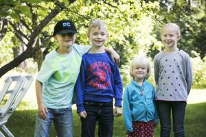 Kloka barn: Harald Mas, Oscar Holmgren, Freja och Klara Westergren vet mycket väl varför man inte ska svära – det är