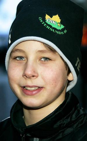 Kalle Näslund,11 år, Odensala:– Ja jag skulle vilja ha typ en skoter. Men det kan vara att ge bort kläder ellernågot till hemmet. Till barn kan det vara allt från en bok till sportutrustning.