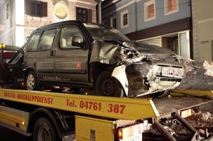 Paternion, Carinthia, sydvästra Österrike, söndag, 19 februari 2006. Walter Mayers bil efter att han kraschat in i en polisavspärrning i efterlöpan av det som uppdagats i Turin. Mayer skadades inte i kraschen.