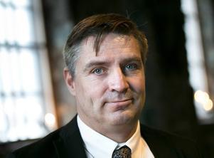 När han inte står på fotbollsplanen är politiken arenan för kommunalrådet Lars Isacsson (S). I höstens kommunval samlade hans parti drygt 46 procent av rösterna i Avesta.