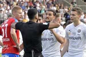 Agon Mehmeti snuvades på rollen som poängräddare när hans mål på tilläggstid dömdes bort. Foto: Conny Sillén/TT