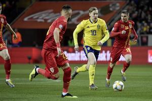 Emil Forsberg under lördagens EM-kvalmatch i fotboll mellan Sverige och Rumänien på Friends Arena.Foto: Janerik Henriksson / TT
