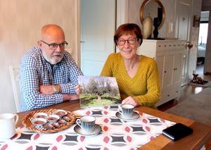 Strax före jul kom Charlie och Anita hem till Gävle efter tre månader med kortbyxor i Italien. Till våren åker de tillbaka till huset i byn Perano.