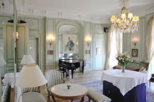 Svenska klubben ligger intill Place de la Concorde i hjärtat av Paris med fantastisk utsikt över Tuilerieträdgården. Fotograf: Lina Rödin