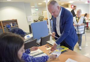 Vänsterledaren Jonas Sjöstedt vet vad han röstar på.Foto: TT