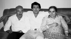Elias Zazi med pappa Gabriel och mamma Sayde.