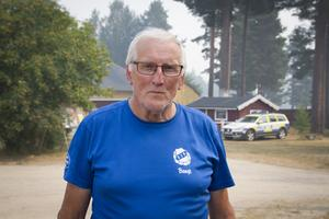 Bengt Näslund är en av alla från Färila IF som jobbar ideellt på campingen, och ser till att de evakuerade har någonstans att bo och får i sig mat.