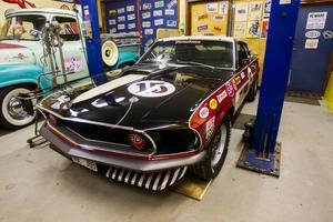 Mustangen är en kopia på en tävlingsbil från 1969. Det tog en månad för Mikael att bygga den.