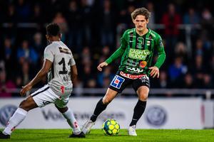 Varbergs mittfältare Robin Book blev den första spelare som värvades till ÖSK i samarbete med den nya hemliga scouten som Axel Kjäll har anlitat.