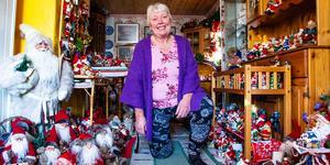 Astrid Hebnes från Segersta trivs bäst när hon är omgiven av sina närmare 3 000 tomtar.