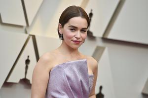 Emilia Clarke har kunnat vara relativt anonym privat. Den långa blonda peruk hon bär i