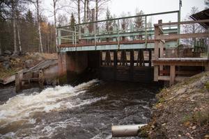 Regleringsdammen som Stora Enso använt vid det norra utloppet till havet har blivit obsolet och ska tas ur bruk. Foto: Micael Söderman