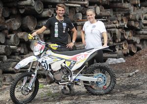 Sambos med extra drag – vid SM-avslutningen på hemmabanor i Bollnäs jagar både Martin Larsson och Amanda Elvin silvermedalj.