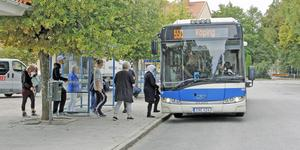 Buss 550 på Stortorget i Kungsör (Arkivfoto).