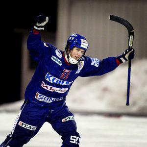 Johan Koch är fostrad i Selånger och spelade två säsonger i Broberg innan flytten till Vänersborg våren 2009. Nummer 55 har hängt med ända sedan tiden i moderklubben. Foto: Håkan Humla