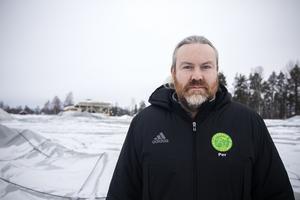 Per Löfgren, ordförande i Fotbollshallen i Ljusdal AB:s styrelse, tillika sportchef i LIF, ser att problemen med fotbollstältet nöter på de ideella krafter som engagerar sig.