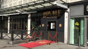 Royale ligger  i Igor med ingång från Stora torget.