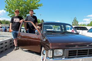 Viktor Johansson, Fredrik Johansson och Peter Johansson trivdes bland alla de andra bilintresserade.
