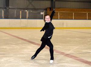 Maja Norling har tränat konståkning sedan hon var sju år och har tävlat i ungefär sju år.