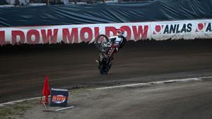Och Maciej Janowski passade även på att fira på bakhjulet.
