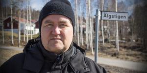 Torgny Birgersson jublar inte direkt över lösningen med de dubbla gatunamnen i Skinnskattebergs kommun.