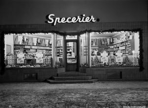 1945. Torgny Anderssons Specerier på Lövstagatan. Foto: Eric Sjöqvist, Örebro. (Bildkälla: Örebro stadsarkiv)