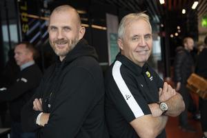 Stefan Karlsson till höger i bild, här med AIK-tränaren Andreas Bergwall. Bild: Fredrik Sandberg (TT)