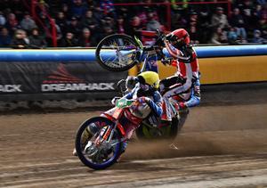 Efter en otäck krasch reste sig Pontus Aspgren och blev en av Smedernas stora guldhjältar i finalen mot Dackarna. Foto: Henrik Montgomery/TT