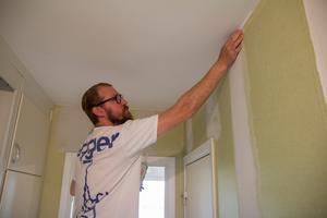Lägenheterna putsas nu upp löpande och hyresgäster kommer efter vart att flytta in.