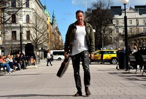 Om två veckor är det dags. Då står Kenneth Tjernström på Stora torgets scen och framför låten