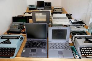 Den tekniska utvecklingen har gått snabbt och datatekniken har inneburit stora förändringar. De första datorerna hade mycket blygsam minneskapacitet.