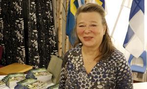 Ifjol vid denna tid i Lindesberg uppmärksammades också Finlands stora del i vår kultur. Då kom dessutom en bok med finska berättelser från Bergslagen som Airie Tervaniemi varit redaktör för. Hon ansvarar för verksamheten i kommunens finska förvaltningsområde.