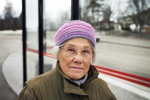 Maja-Britta Lindstedt har fortfarande ont i kroppen efter händelsen med busskuren.
