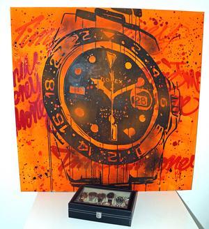 Patrik samlar på klockor. Det syns även i hans konst.