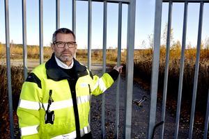 Tomas Larsson, affärsområdeschef vid Mittsverige Vatten & Avfall,  tycker inte att höga kostnader påverkar så att samhället inte gör tillräckligt för att komma åt problemet med kemikalier och läkemedelsrester i avloppsvattnet.